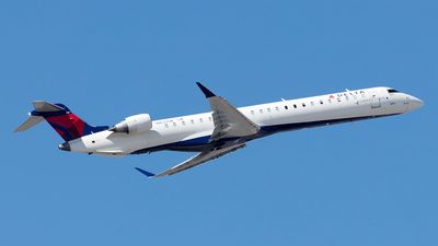 A picture of N833SK - Mitsubishi CRJ900LR - Delta Air Lines - © Yixin Chen