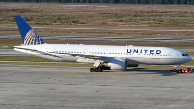 A picture of N76010 - Boeing 777224(ER) - United Airlines - © Alejandro Hndez