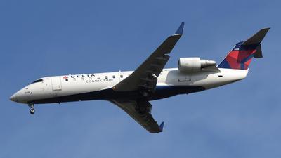 A picture of N8918B - Mitsubishi CRJ200LR - Delta Air Lines - © DJ Reed - OPShots Photo Team