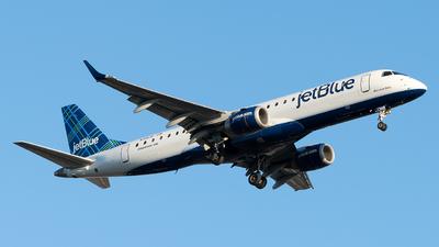 A picture of N318JB - Embraer E190AR - JetBlue Airways - © Luis Bastardo