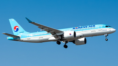 HL8093 - Bombardier CSeries CS300 - Korean Air