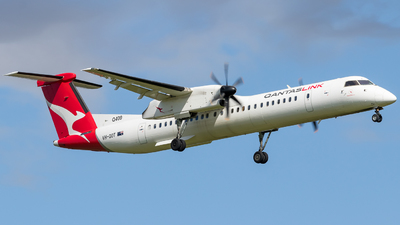 A picture of VHQOT - De Havilland Canada Dash 8400 - QantasLink - © ChrisLait