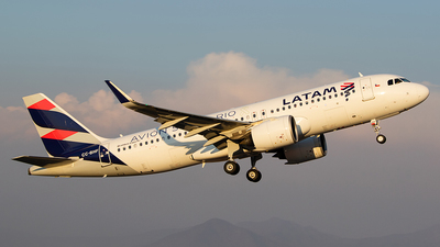 A picture of CCBHF - Airbus A320271N - LATAM Airlines - © Carlos P. Valle C.