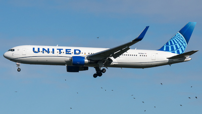 A picture of N676UA - Boeing 767322(ER) - United Airlines - © David W. Wilson
