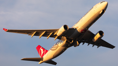 A picture of TCLOE - Airbus A330343 - Turkish Airlines - © Hongyu Wang