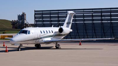 A picture of N832CB - Cessna 650 Citation VII - [6507020] - © Alex Brodkey