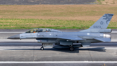 6823 - General Dynamics F-16B Fighting Falcon - Taiwan - Air Force