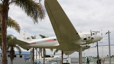 N242SM - Douglas DC-3 - Private