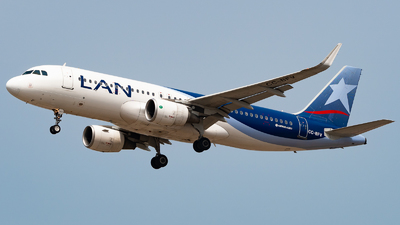 A picture of CCBFV - Airbus A320214 - LATAM Airlines - © Diego Jara Ibarra