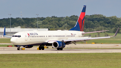 N821DN - Boeing 737-932ER - Delta Air Lines