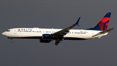A picture of N926DZ - Boeing 737932(ER) - Delta Air Lines - © Michael Place