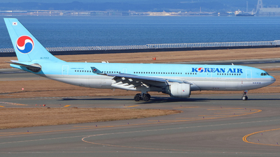 A picture of HL7552 - Airbus A330223 - Korean Air - © AK.T
