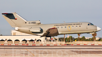 T-450 - Yakovlev Yak-40K - Angola - Air Force