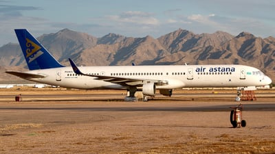 A picture of P4KCU - Boeing 75723N - [27971] - © Eric Page Lu