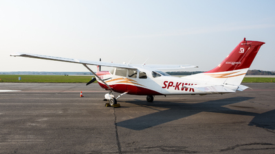SP-KWK - Cessna T206H Stationair TC - Private