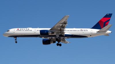 A picture of N697DL - Boeing 757232 - Delta Air Lines - © Juan Carlos Alvarez (MAS Aviation Press)