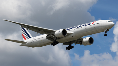 A picture of FGSQF - Boeing 777328(ER) - Air France - © GFB