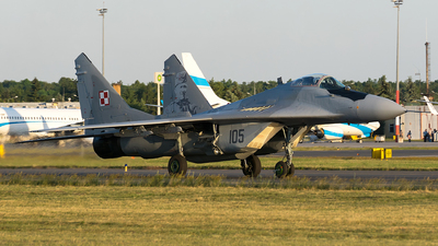 105 - Mikoyan-Gurevich MiG-29A Fulcrum - Poland - Air Force