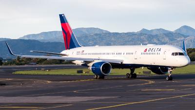 A picture of N689DL - Boeing 757232 - Delta Air Lines - © Ivan Jimenez Rojas