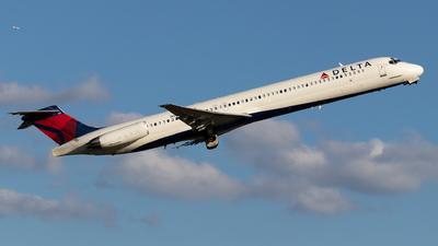 A picture of N907DL - McDonnell Douglas MD88 - [49538] - © Shon F