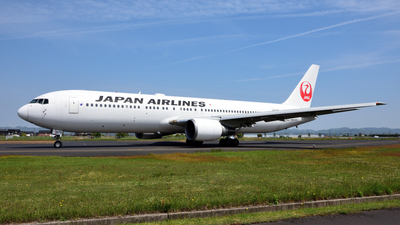 JA8975 - Boeing 767-346 - Japan Airlines (JAL)