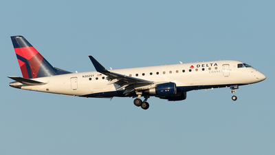 A picture of N302SY - Embraer E175LL - Delta Air Lines - © Yixin Chen
