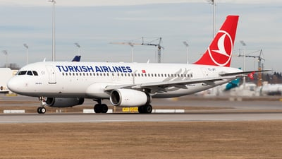 A picture of TCJPT - Airbus A320232 - Turkish Airlines - © Moritz Babl