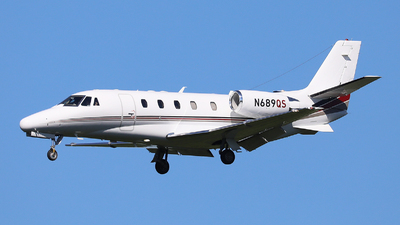 A picture of N689QS - Cessna 560XLS Citation Excel - NetJets - © Harley Guo