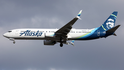 A picture of N481AS - Boeing 737990(ER) - Alaska Airlines - © Len Schwartz