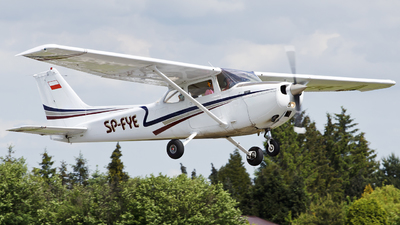 SP-FYE - Reims-Cessna F172M Skyhawk - Private