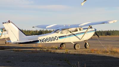 A picture of N96890 - Cessna R172E Skyhawk - [R1720118] - © C. v. Grinsven