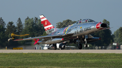 N2011V - North American F-100F Super Sabre - Private