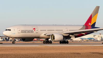 HL8254 - Boeing 777-28E(ER) - Asiana Airlines