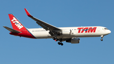 A picture of PTMSS - Boeing 767316(ER) - LATAM Airlines - © Antonio Carlos Carvalho Jr.