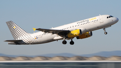 EC-LQJ - Airbus A320-232 - Vueling Airlines