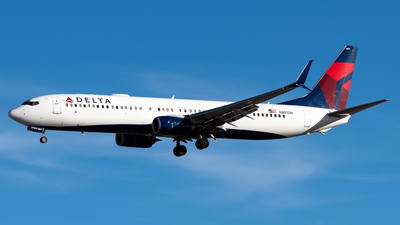 A picture of N881DN - Boeing 737932(ER) - Delta Air Lines - © Michael Place