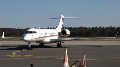 CS-GLB - Bombardier BD-700-1A10 Global 6000 - NetJets Europe