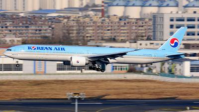 A picture of HL8011 - Boeing 7773B5(ER) - Korean Air - © MingyaoLeonardo