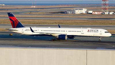 A picture of N581NW - Boeing 757351 - Delta Air Lines - © George Lau - AHKGAP