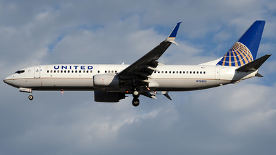 N76505 - Boeing 737-824 - United Airlines