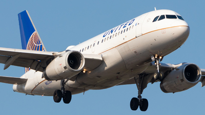 A picture of N823UA - Airbus A319131 - United Airlines - © Davin Amy