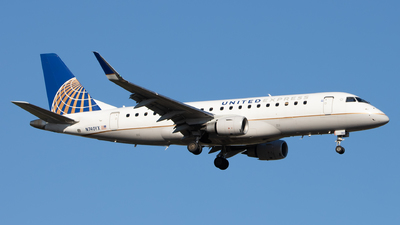 A picture of N740YX - Embraer E175LR - United Airlines - ©  Sebastian Colaizzi