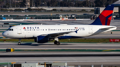 A picture of N370NB - Airbus A319114 - Delta Air Lines - © Brandon Giacomin