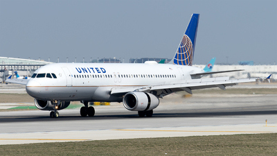 A picture of N427UA - Airbus A320232 - United Airlines - © Mingfei S