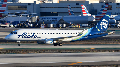 A picture of N403SY - Embraer E175LR - Alaska Airlines - © Rocky Wang