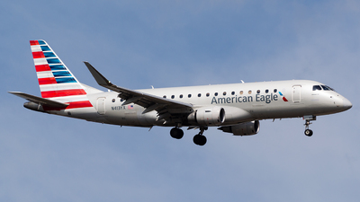 A picture of N413YX - Embraer E175LR - American Airlines - © Sergio Luna Navarro
