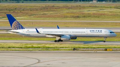 N57870 - Boeing 757-33N - United Airlines