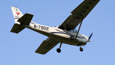 B-7902 - Cessna 172R Skyhawk - Civil Aviation Flight University of China