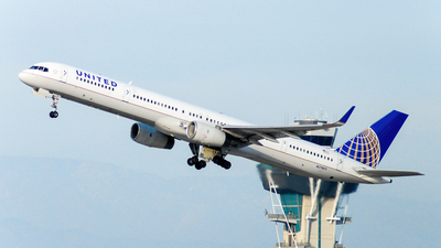 N77871 - Boeing 757-33N - United Airlines