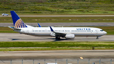 A picture of N68823 - Boeing 737924(ER) - United Airlines - © Lynn Aisin-Gioro
